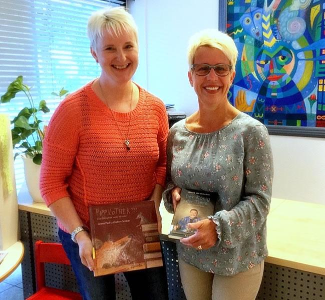 Bürgermeister Baumert mit dem neuen Bücherei-Team (von links nach rechts): Monika de Sombre, Bücherei-Leiterin Sabine Baum und Alexandra Roth.