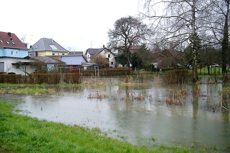 Überschwemmung der nördlichen Hauptstraße.