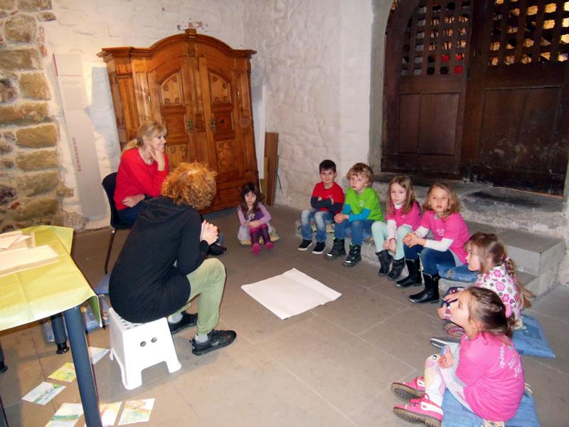 Der MAXI-Club des Kinderhauses Rosenegg zu Besuch im Stadtmuseum Radolfzell.