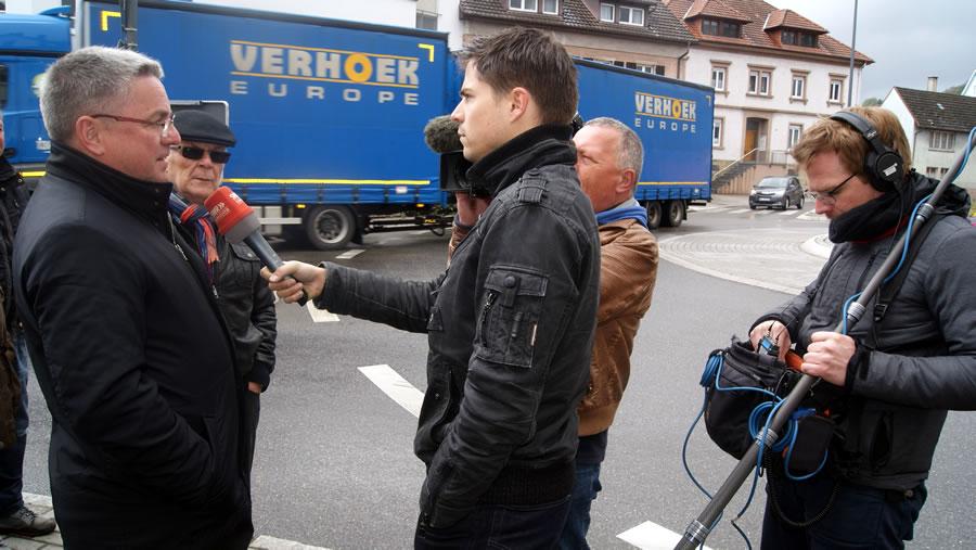 Bürgermeister Ralf Baumert im Interview mit dem SWR.