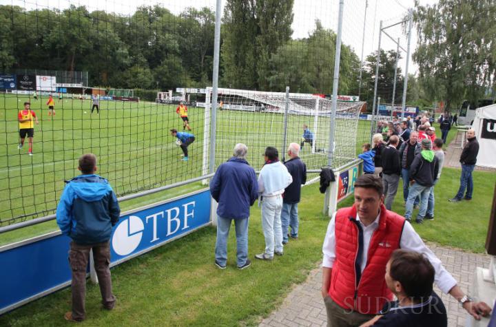 Ein großes Interesse herrschte bei einem öffentlichen Training des 1. FC Rielasingen-Arlen mit Fernsehbegleitung auf der Talwiese.