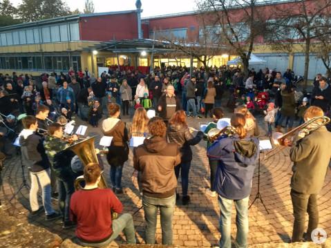 Musikalisch begleitet wurde das St. Martinspiel an der Ten-Brink-Schule von der Jugendkapelle des Musikvereins Worblingen.