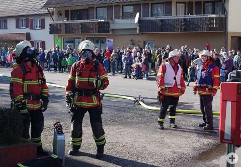 Bei den Hauptproben der Feuerwehr Rielasingen-Worblingen wird die Leistungsfähigkeit vor Publikum vorgeführt, sie wurde nun auch durch den aktuellen Feuerwehr-Bedarfsplan bestätigt. swb-Bild: of/ Archiv