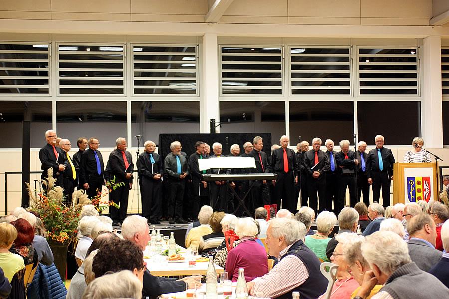 Der Männerchor Singen unter der Leitung von Siegfried Schmidgall.