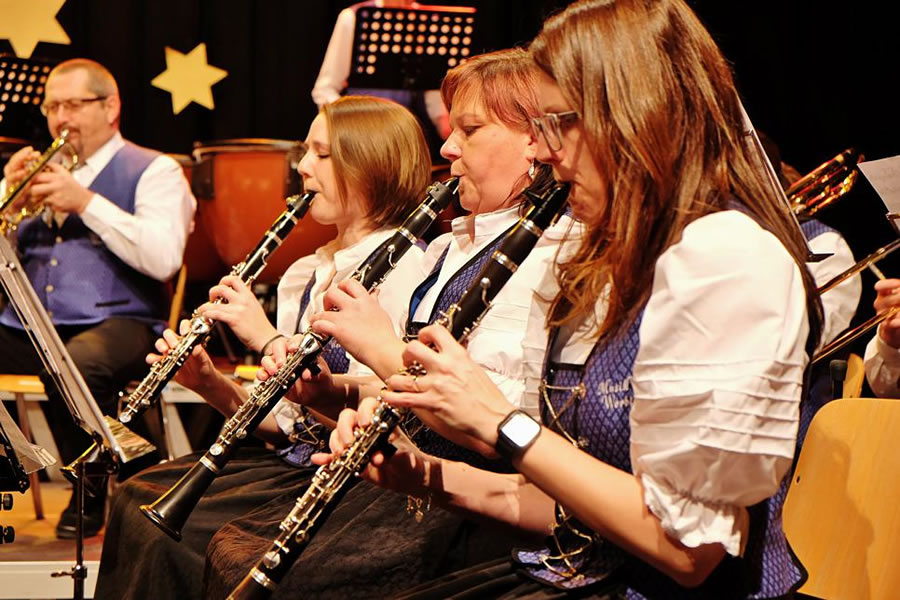 Das Klarinettenregister in Aktion: Von Pop bis Polka reichte das Programm und nicht nur nach den beliebten Melodien aus dem Musical Mary Poppins gab es viel Applaus. Bild: Sirgune Piorreck
