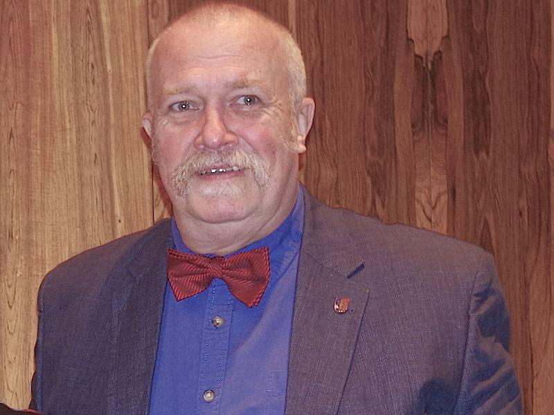 Bernhard Beger bei der Ehrung für 30 Jahre im Gemeinderat von Rielasingen-Worblingen im Dezember 2014. swb-Bild: of/Archiv