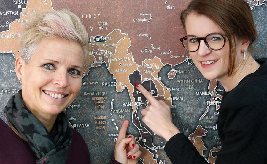 Christine Neu (links) und die Touristik-Fachfrau Anna Hermann bestreiten am Freitag, 18. Januar, gemeinsam einen Vortrag über Myanmar. Der Erlös fließt einem Kinderhilfsprojekt in dem asiatischen Land zu. Bild: Ingeborg Meier