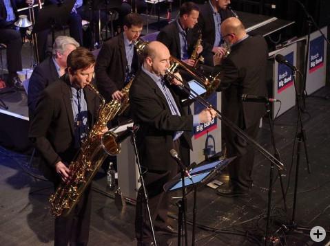 Jede Menge Soli bot die Bosch Big-Band beim Benefizkonzert für die Bürgerstiftung in der Talwiesenhalle am Samstagabend. swb-Bild: of