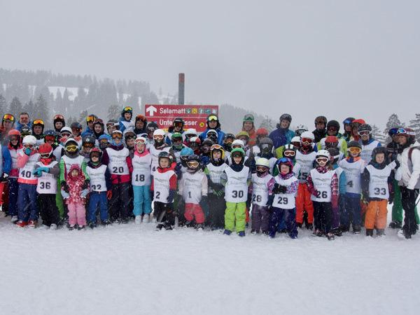 An den Vereins- und Ortsmeisterschaften des Skiclubs Rielasingen in Unterwasser/Toggenburg nahmen über 60 begeisterte Kinder und Jugendliche sowie 25 Erwachsene in den verschiedenen Kategorien teil. swb-Bild: Skiclub Rielasingen