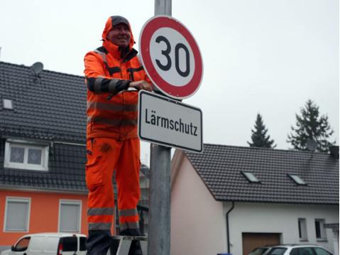 Seit Dezember 2017 gilt Tempo 30 in Teilen des Rielasinger Ortskerns. Für eine Erweiterung des Bereichs sind neue Messungen nötig. swb-Bild: of/ Archiv