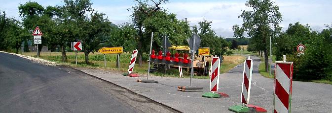 Absperrung der Friedhofstraße in Rielasingen.