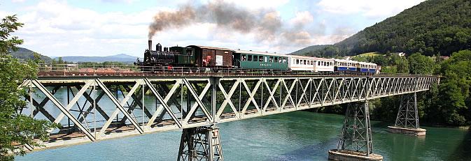 Banner Museumsbahn - Fahrt über Rheinbrücke