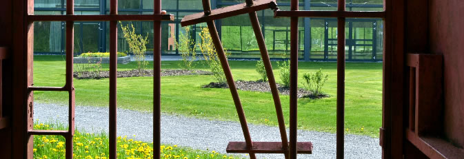 Blick aus dem Prison auf die Talwiesenhallen. Bild: Marcus Schwarz.