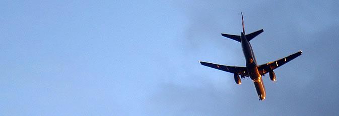 Banner Flugzeug am Himmel.