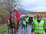 1. gemeinsamer St. Martin Umzug Rielasingen-Worblingen. Vorne weg Bürgermeister Ralf Baumert und St. Martin mit Pferd und rotem Mantel.