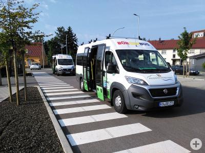 Die Bürgerbusse im Einsatz an der Haltestelle Edeka