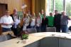 In Jubelstimmung zeigten sich die neu gewählten Grünen-Gemeinderäte und Vertreter des jüngst gegründeten Ortsvereins nach der Bekanntgabe der Wahlergebnisse für Rielasingen-Worblingen. Mit im Bild (links) Bürgermeister Ralf Baumert und Lothar Reckziegel v