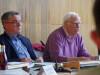 """Der Vorsitzende des Bürgerbus-Vereins """"3 Rosen"""", Udo Heggemann, stellte im Gemeinderat den ersten Jahresbericht über ein ganzes Betriebsjahr vor. Mit im Bild Bürgermeister Ralf Baumert. swb-Bild: of"""