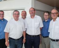Von links: Patrick Krauss, Ralf Baumert, Martin Staab (OB Radolfzell), Peter Kessler, Sven Leibing (stellvertretender Geschäftsführer), Roland Mundhaas (Geschäftsführer) Bild: Michael Jahnke, Südkurier