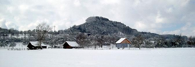 Winterlich verschneiter Blick auf das Rosenegg.