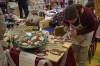Viele der Hobby-Kunsthandwerker ließen sich über die Schulter schauen beim Kreativmarkt. swb-Bild: of