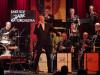Beeindruckend frisch interpretierte das Lake Side Jazz Orchestra mit Sänger Enrico Orlando beim Benefizkonzert für die Bürgerstiftung viele Klassiker der goldenen Swing-Ära. swb-Bild: of