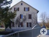 Wegen Einsturzgefahr nicht bewohnt ist dieses Wohnhaus am Worblinger Aachkanal. Es soll nun für die Anschlussunterbringung Geflüchteter standfester gemacht werden. swb-Bild: of