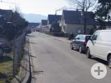 Ein Teilabschnitt der Rielasinger Oberdorfstraße könnte nach einer Sanierung für den Durchgangsverkehr gesperrt werden. swb-Bild: of