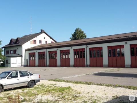 Nach 30 Jahren ist das Feuerwehrgerätehaus in Rielasingen-Worblingen längst zu klein. Über den Bauantrag für das neue Zentrum auf dem Hupac-Areal wird nun nach der Sommerpause entschieden. swb-Bild: of
