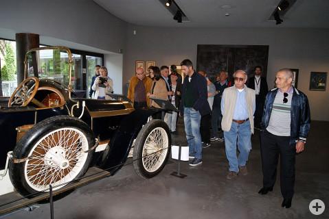 Im MAC Museum in Singen zeigten sich die Gäste aus Ardea besonders fasziniert von den außergewöhnlichen Oldtimer-Fahrzeugen.
