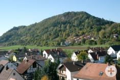 Ansicht von der Rielasinger Kirche auf das Rosenegg