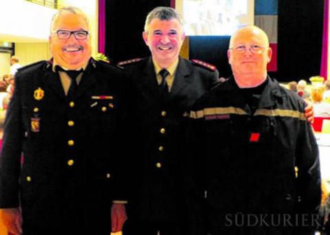 Die Feuerwehren pflegen von Anfang an eine enge Verbindung (von links): Jean-Michel Robert, Kommandant Ulrich Graf, Gilbert Biaudet.