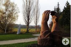 Die Skulptur Berührung von Roberta Mincone an ihrem ursprünglichen Standort bei der Aach.