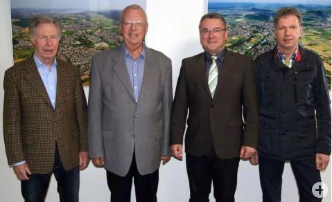 Von links: Bernhard Hall, Egon Graf, Bürgermeister Ralf Baumert und Eckhardt Pfeiffer.