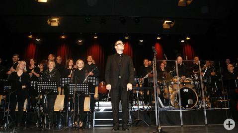 Das Projektorchester vielHarmonie brillierte zu Gunsten der Bürgerstiftung Rielasingen-Worblingen in der Talwiesenhalle.