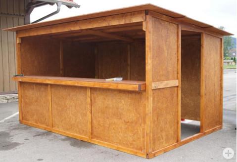 Aufgebauter Marktstand aus Holz vom Standortmarketingveren PRO|RIWO.