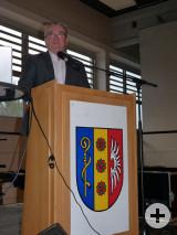 Bürgermeister Ralf Baumert informierte über aktuelle Themen beim Seniorennachmittag in der Hardberghalle Worblingen.