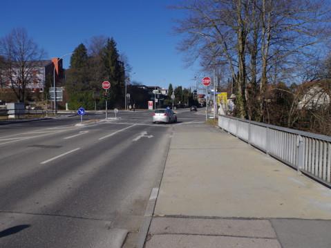 Die breite Aachbrücke an der Lindenstraße in Arlen muss nach einer Bauwerksprüfung noch in diesem Jahr ersetzt werden. swb-Bild: of