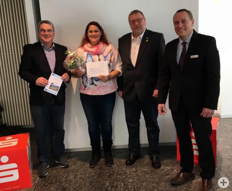 Bürgermeister Ralf Baumert, Ramona Fortenbach, Werner Niete, 1. Vorsitzender PRO|RIWO und Patrick Madey, stellvertretender Geschäftsstellenleiter der Rielasinger Sparkasse (von links nach rechts).