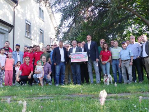 Nach dem Empfang im Ratssaal gab es das obligate Gruppenbild im Rathauspark. swb-Bild: of