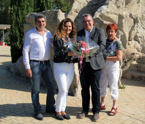 Naturbadbetreiberin Nurhayat Aktas und Ehemann Cengiz freuten sich über das persönliche Dankeschön von Bürgermeister Ralf Baumert und Gudrun Breyer zum Ende der diesjährigen Badesaison.
