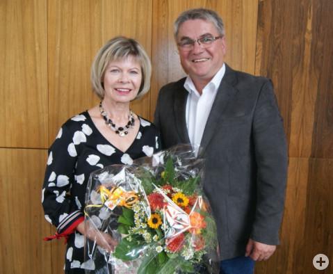 Bürgermeister Ralf Baumert dankte Doris Butz für die langjährige Verbundenheit zur Gemeindeverwaltung.