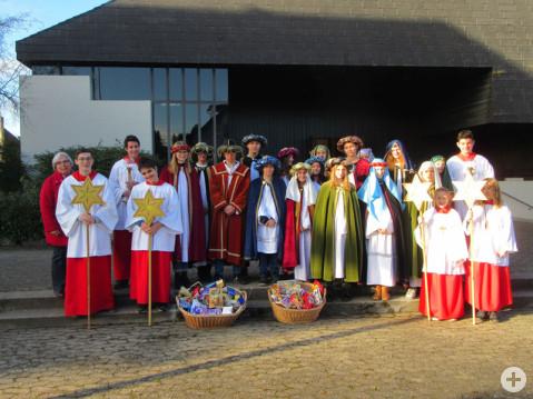 24 Ministrantinnen und Ministranten waren in Arlen als Sternsinger unterwegs. swb-Bild: Ehinger