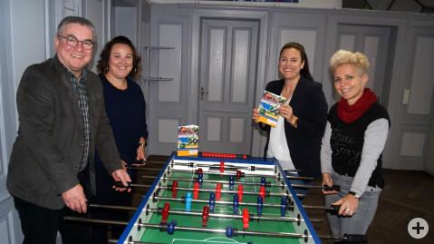 Bürgermeister Ralf Baumert, Jenny Frankenhauser und Tanja Harder vom Kinder- und Jugendförderteam sowie Christine Neu.