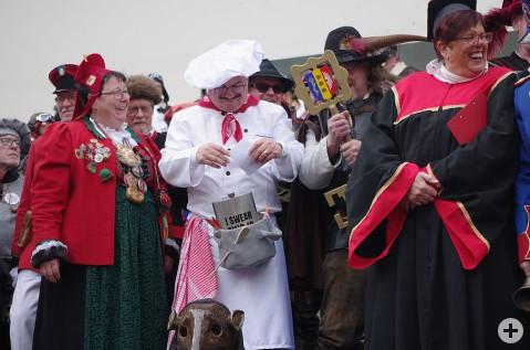 »Chekoch« Baumert wollte seinen Rathausschlüssel auch dieses Jahr nicht an die Narren abgeben bis der Junker Hans sein Machtwort sprach. swb-Bild:OF