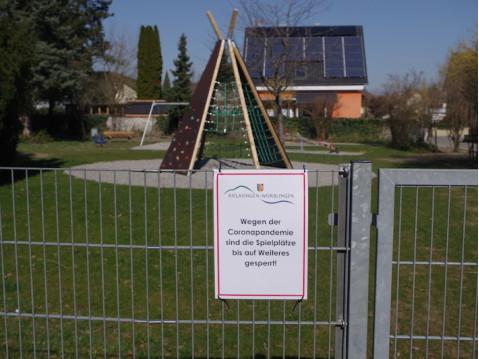 Wie alle Spielplätze im Land, sind auch die in der Gemeinde Rielasingen-Worblingen seit Anfang der Woche gesperrt - eine von vielen Maßnahmen im Zuge der Corona-Pandemie. swb-Bild: of