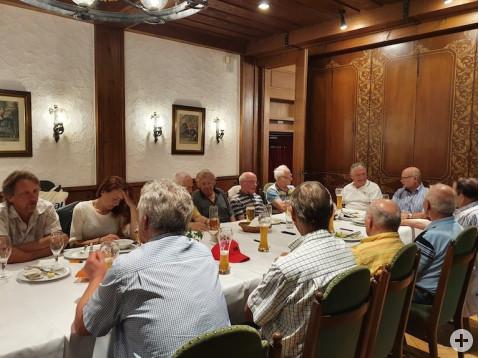 Zum ersten Mal nach der Coron-Pause trafen sich die SängerInnen des Sängervereins Rosenegg in lockerer Runde, aber ohne Gesang. swb-Bild: Verein
