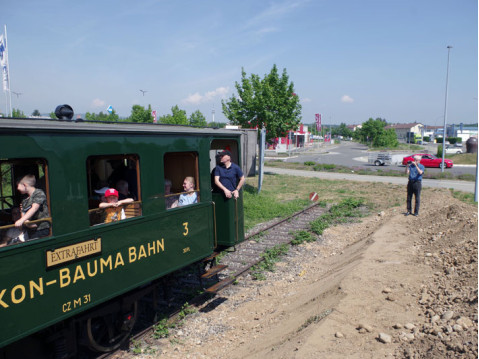 Schon vor zwei Jahren ging es auf der Museumsbahnstecke bis zum Volksbank Kreisel im Singener Süden. swb-Bild: of/ Archiv