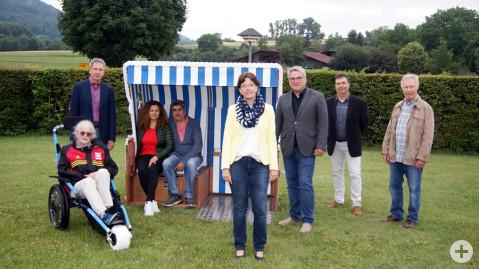 Freude über behindertengerechte und nachhaltige Anschaffungen für das Naturbad Aachtal.